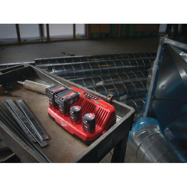 Зарядное устройство Milwaukee M12 C4
